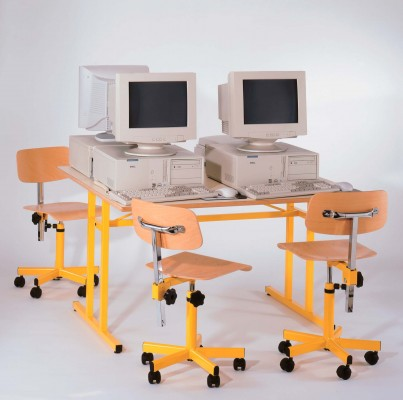 Tables informatiques quatre places